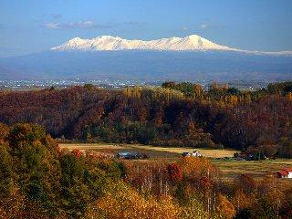 秋の富沢・晴れた日には大雪山連峰の山並みが見られます