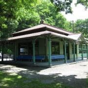 廃駅となるまでは実際に使用されていた旧神居古潭駅舎