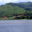 ダム湖面とキャンプ場②
