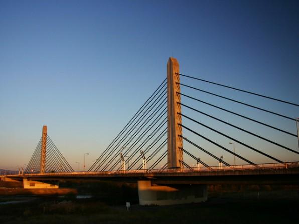 夕景に映えるツインハープ橋