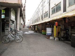 4条駅高架下