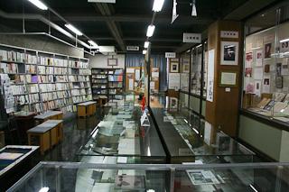 文学資料館内