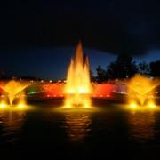 ライトアップされた夜の噴水?