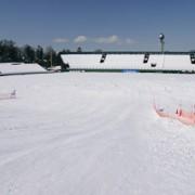 野球場が冬になると子どもの雪遊び場に大変身
