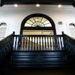 彫刻美術館内・入口ホールと階段