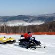 冬は雪遊びの体験ができます。画像はスノーラフティングです。